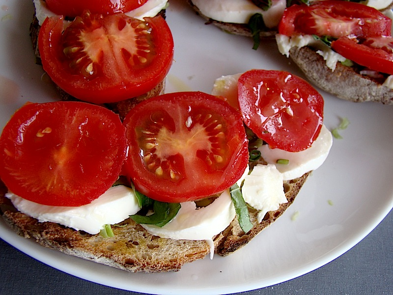 DSC09299 copy bruschete cu mozzarella si rosii   bruschetta with mozzarella and tomatoes