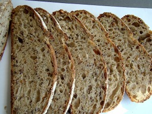 DSC09346 copy 300x225 Paine cu 4 graunte   Four Grain Levain