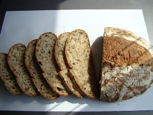 DSC09348 copy 300x225 Paine cu 4 graunte   Four Grain Levain