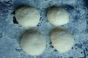 bile lipii 300x200 O lipie, doua lipii   pita bread