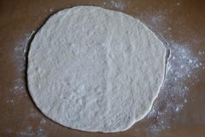 lipie pe hartie de copt 300x200 O lipie, doua lipii   pita bread