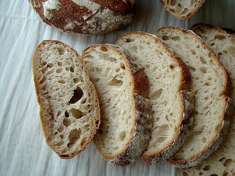 miez de paine 1 Painea cu gust de acasa   Simple Sourdough Bread