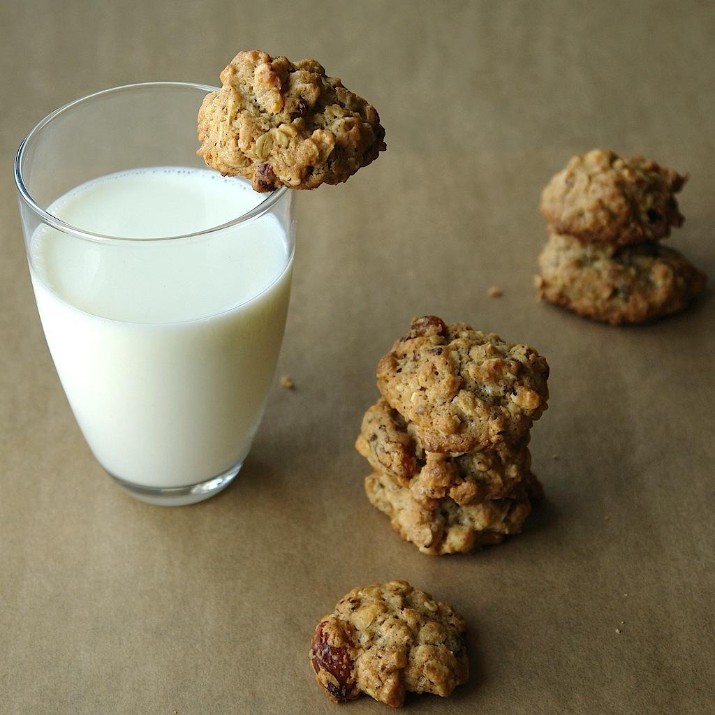 DSC00391 copy Fursecuri cu fulgi de ovaz si stafide   Oatmeal Raisin Cookies