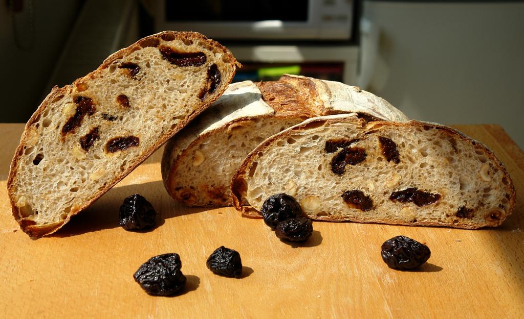 hazelnut and prune bread 10